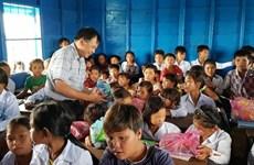 柬埔寨越侨水上教室竣工落成 为多名越侨子女圆上学之梦