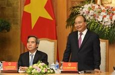 政府总理阮春福会见出席2018年工业4.0峰会的演讲者和企业代表