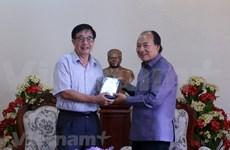 越南电影协会向老挝交接关于苏发努冯主席的资料片