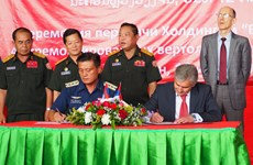 俄国向老挝交接4架维修好的直升机