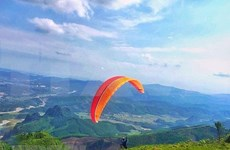 2018年广宁省滑翔伞比赛吸引国内81名运动员参加