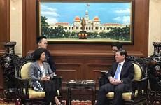 胡志明市人民委员会主席阮成锋会见加拿大和立陶宛驻越大使