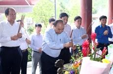 越南政府总理阮春福前往乂安省南坛县金莲村国家级特殊遗迹区进香