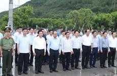 越南政府总理阮春福上香缅怀何辉习已故总书记