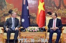 越南政府总理阮春福会见澳大利亚众议院议长托尼·史密斯