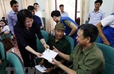 越南国家副主席邓氏玉盛走访慰问优抚家庭