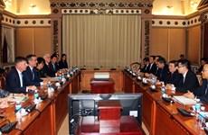 胡志明市领导会见美国洛杉矶市市长埃里克·加希提