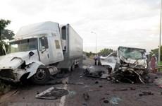 越南广南省发生严重交通事故  致使13人死亡 4人伤势严重