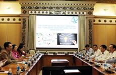 胡志明市领导会见老挝科学技术部干部代表团