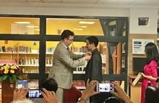 越南籍阮日英荣获法国政府艺术与文学骑士勋章