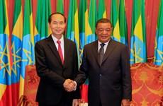 越南国家主席陈大光和埃塞俄比亚总统穆拉图•特肖梅举行会谈
