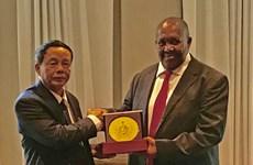 越南国会国防安全委员会代表团访问南非