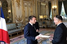 法国总统高度评价越南在地区和世界上的作用