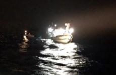 成功把在黄沙群岛遇险的6名渔民安全救上岸