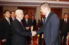 越共中央总书记阮富仲会见匈牙利社会党主席多特·贝尔道兰