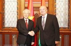 越共中央总书记阮富仲会见匈牙利国会副议长