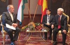 越共中央总书记阮富仲会见匈牙利工人党主席吉拉·松默