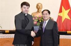 教廷非常驻越南代表礼节性拜会越南外交部领导