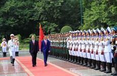 越南国家主席陈大光欢迎印尼总统到访 双方举行会谈