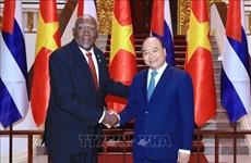 越南政府总理阮春福会见古巴共和国国务委员会第一副主席兼第一副部长会议