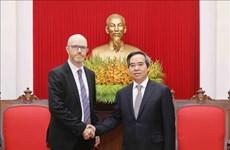 中央经济部部长阮文平会见赴越出席2018年世界经济论坛东盟峰会的企业代表