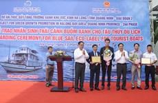 广宁省下龙湾的两艘旅游船荣获绿帆生态标志和证书