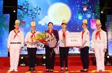 国会主席阮氏金银与河内少年儿童共度中秋佳节