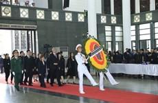 许多国家领导和代表团来到河内吊唁越南国家主席陈大光逝世