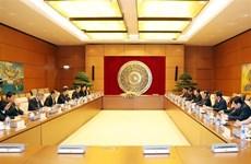 越共中央组织部部长范明正会见日本首相特使