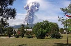 遭地震和海啸袭击后印尼苏拉威西岛再遇火山爆发
