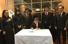 越南驻泰国、韩国大使馆举行原越共中央总书记杜梅吊唁仪式