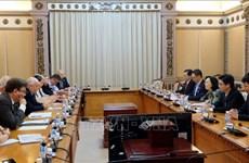胡志明市与英国加强双方人民议会间合作