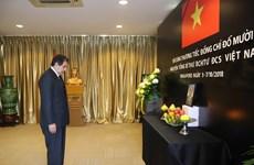 越南驻世界各国大使馆举行原越共中央总书记杜梅吊唁仪式