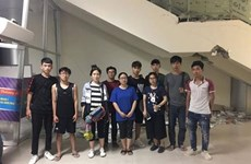 在印尼地震和海啸双重灾害灾区留学的10名越南大学生已离开雅加达启程回国