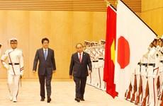 日本首相安倍晋三为越南政府总理阮春福举行隆重欢迎仪式