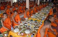 薄辽省领导代表向高棉族同胞致以报孝节祝福