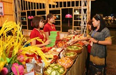 2018年河内美食节吸引数千名居民和游客前来参观