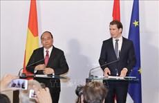 越南政府总理阮春福与奥地利总理塞巴斯蒂安·库尔茨共同出席联合新闻发布会