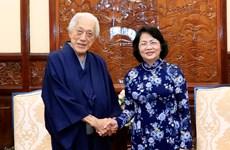 越南国家代主席邓氏玉盛会见日本里千家第十五代掌门人