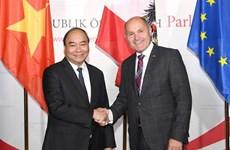 阮春福总理会见奥地利议会议长索博特卡