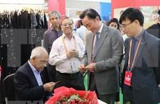 越南企业参加第六届印度国际丝绸博览会