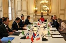 着力扩展越南与法国之间的全方位合作