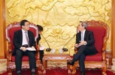 越共中央经济部部长阮文平会见日本客人