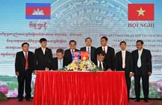 越南西宁省同柬埔寨磅湛省签署2018~2022年合作协议