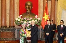 越共中央总书记、国家主席阮富仲亲切会见优秀学生、大学生代表