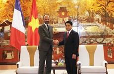 河内市人民委员会主席阮德钟会见法国总理爱德华•菲利普