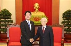越共中央总书记、国家主席阮富仲会见日本首相特使