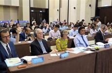 越南与美国配合对岘港市机场区域迪奥辛污染的土地进行清除