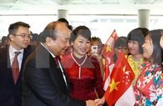 东盟峰会:政府总理阮春福出席越南产品周开幕式并剪彩
