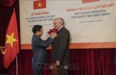 越南向俄罗斯联邦保卫局干部颁发友谊勋章